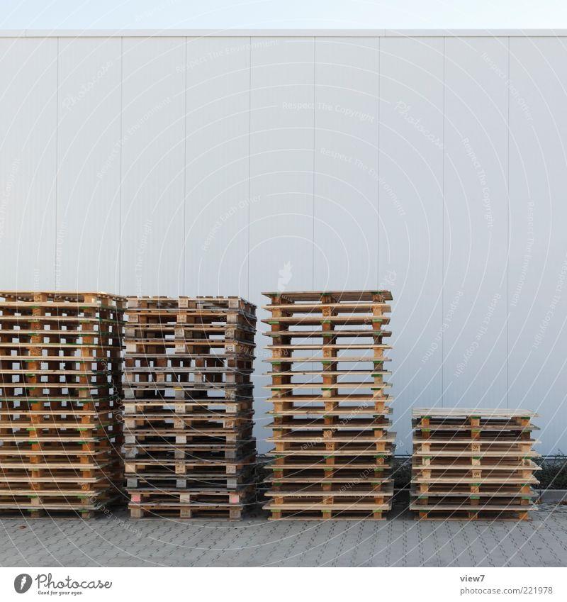 Stapel alt Holz Verkehr Fassade hoch Ordnung Güterverkehr & Logistik einfach Ende Symbole & Metaphern viele Handel Arbeitsplatz Konkurrenz nachhaltig