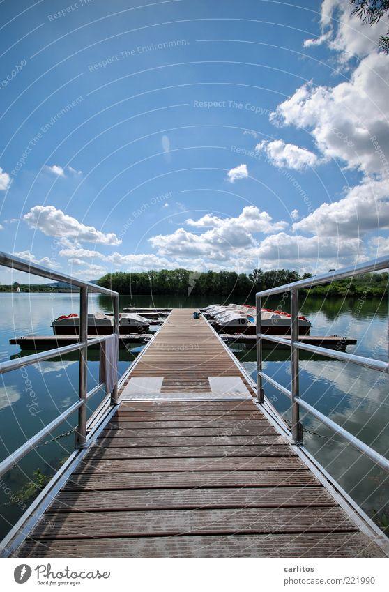 Herr Ober, ich hätte mein' Steg gerne medium ! Himmel weiß blau Sommer Ferien & Urlaub & Reisen ruhig Wolken Erholung Holz See Wasserfahrzeug Anlegestelle