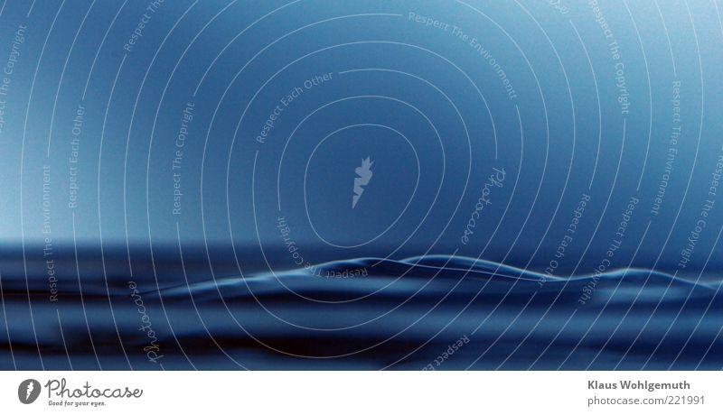 Phantasie in blau Wasser Meer ruhig Wellen sanft harmonisch Hintergrund neutral Makroaufnahme Reflexion & Spiegelung Wasseroberfläche Wellenform