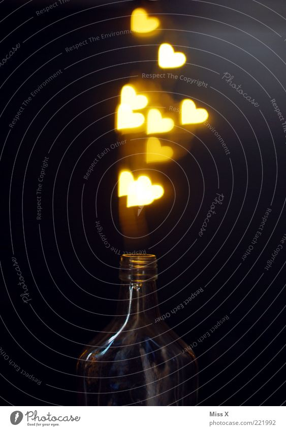 Liebestrank Getränk Flasche leuchten glänzend Verliebtheit Romantik Herz herzförmig Zauberei u. Magie bezaubernd Flaschenhals Flaschengeist aphrodisierend
