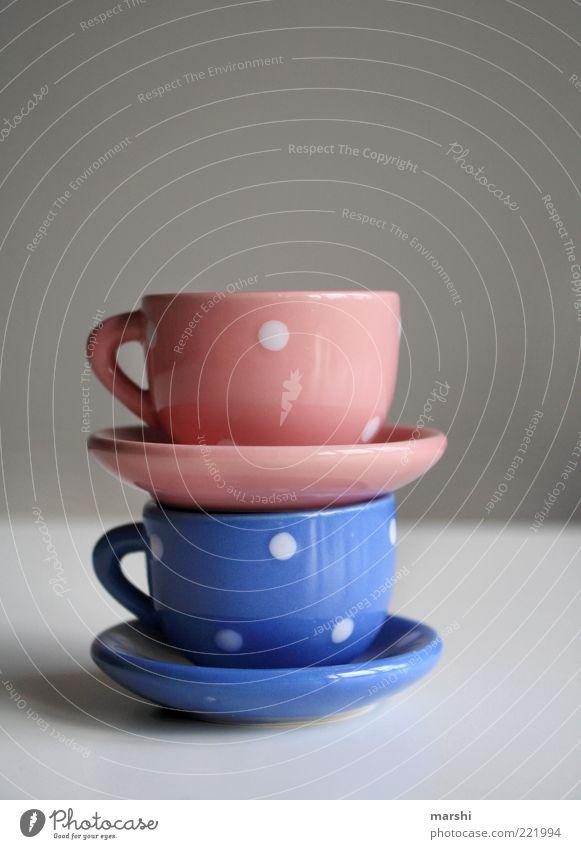 Service zum Date schön blau klein rosa Getränk Dinge Geschirr Tasse Verabredung Stapel gepunktet Porzellan Kaffeetasse hell-blau Kaffeepause aufeinander