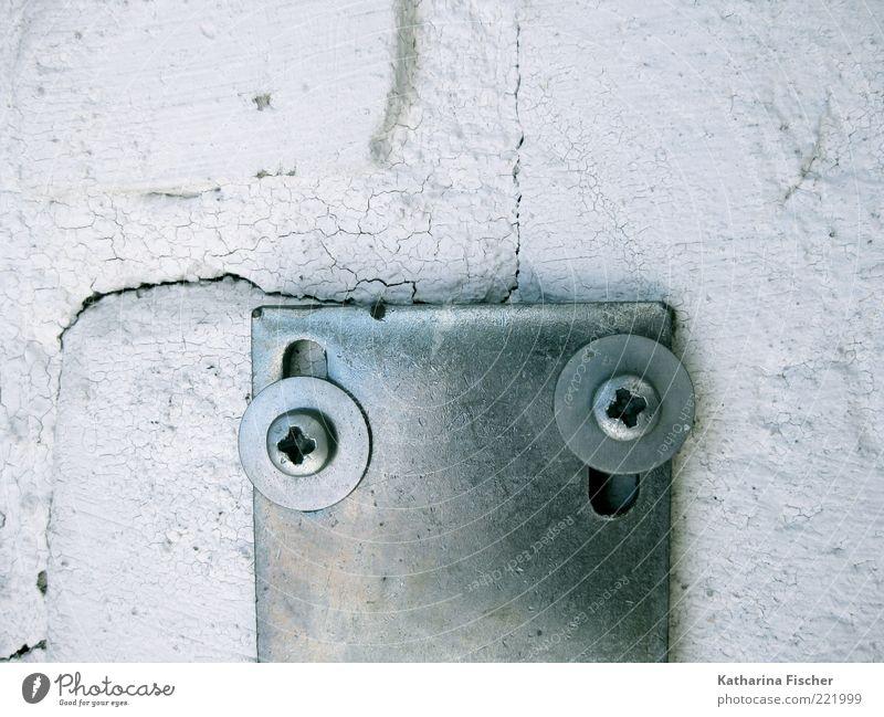 . ' weiß Wand Stein Mauer Metall Beton rund Stahl silber Riss Schraube Blech Halterung Gemäuer Schraubenmutter Kreuzschlitzschraube