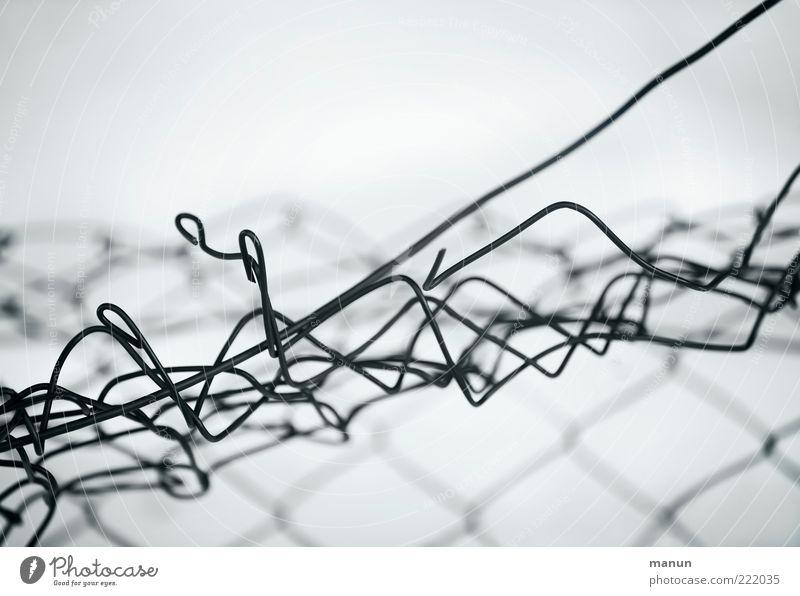 in Auflösung Sicherheit kaputt Wandel & Veränderung Schutz Grenze Zaun Barriere Zerstörung Begrenzung Maschendrahtzaun Drahtzaun Zaunlücke Grenzöffnung