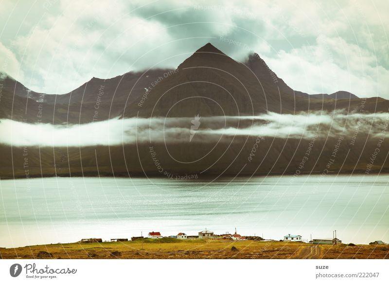 Überblick Natur Meer ruhig Haus Wolken Berge u. Gebirge Landschaft Küste Wetter Umwelt Klima fantastisch Unendlichkeit Dorf außergewöhnlich Gipfel