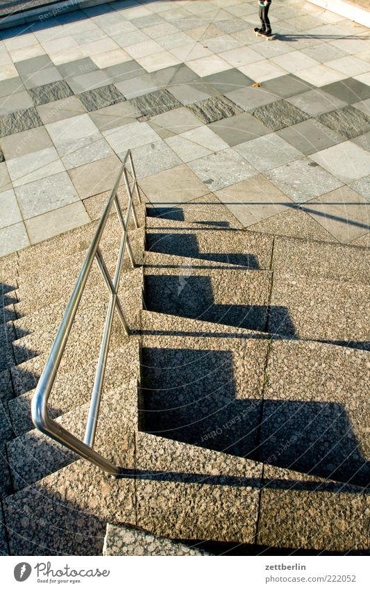 Treppab Freizeit & Hobby Beine Fuß 1 Mensch Architektur Sehenswürdigkeit Wahrzeichen Gefühle Oktober Treppe Geländer Treppengeländer Kulturforum Berlin