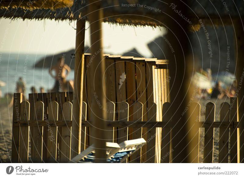 Ferien & Urlaub & Reisen Tourismus Sommer Sommerurlaub Sonne Sonnenbad Strand Meer Wellen Küste Bucht Holz Wasser genießen Spanien Sand Liegestuhl Nerja