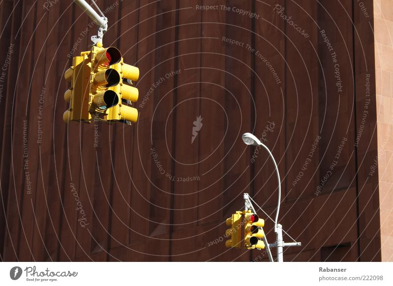 New Yorks Ampeln alt Stadt rot kalt Wand Mauer hoch groß außergewöhnlich leuchten Technik & Technologie USA Straßenbeleuchtung Amerika hängen Ampel