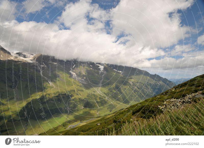 Absteigende Diagonale weiß grün blau Sommer Ferne Leben Wiese Berge u. Gebirge ästhetisch authentisch Alpen Idylle tief Tal Berghang Bergwiese