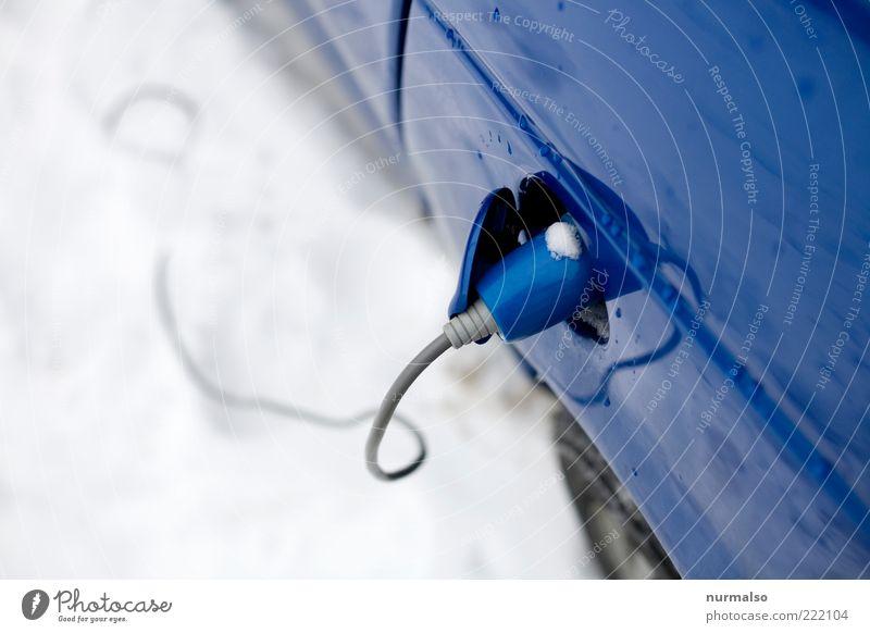 unter Strom blau PKW Energie Perspektive Energiewirtschaft modern Elektrizität neu Technik & Technologie Kabel Klima Sauberkeit Mobilität positiv Fahrzeug Umweltschutz