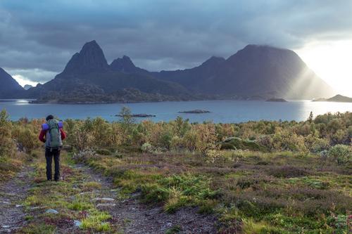 Lofoten-Dreams ruhig Ferien & Urlaub & Reisen Abenteuer Ferne Freiheit wandern Junger Mann Jugendliche Sonne Winter Gipfel Fjord Vorfreude Mut Leidenschaft