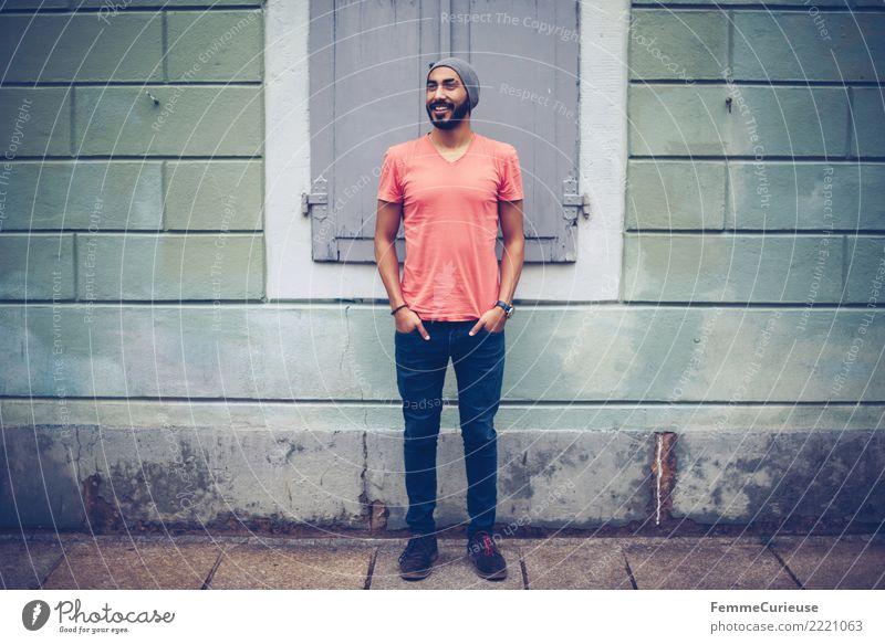 Urban young man (81) maskulin Junger Mann Jugendliche Erwachsene Mensch 18-30 Jahre Mode Bekleidung Freizeit & Hobby Stadt Fußgängerzone Bürgersteig Wand lässig