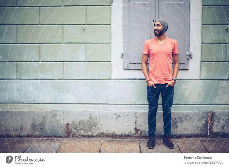 Urban young man (44) maskulin Junger Mann Jugendliche Erwachsene 1 Mensch 18-30 Jahre Mode Bekleidung Freizeit & Hobby lässig Coolness modern Stadtleben T-Shirt
