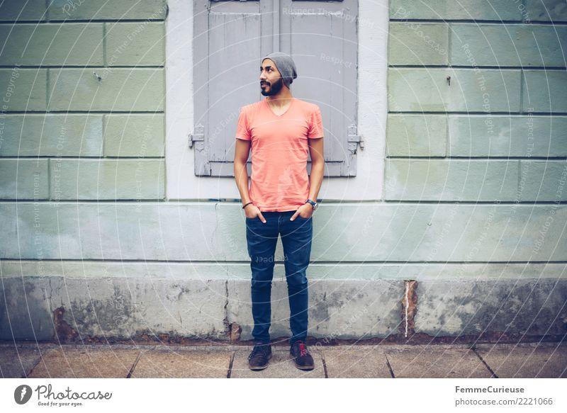 Urban young man (104) maskulin Junger Mann Jugendliche Erwachsene Mensch 18-30 Jahre Mode Bekleidung Freizeit & Hobby Stadt T-Shirt rot Jeanshose Mütze Wand