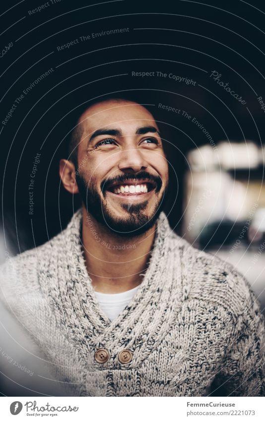 Urban young man (112) maskulin Junger Mann Jugendliche Erwachsene Mensch 18-30 Jahre Mode Bekleidung Erholung Gute Laune Glück Fröhlichkeit Wollpullover Lächeln