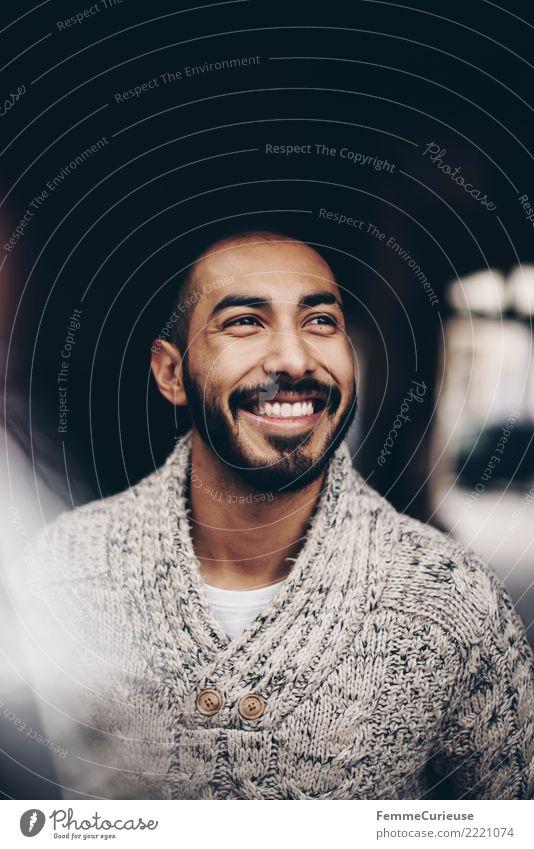 Urban young man (74) maskulin Junger Mann Jugendliche Erwachsene 1 Mensch 18-30 Jahre Mode Bekleidung schön Wollpullover Bart Lächeln lachen Gute Laune Optimist