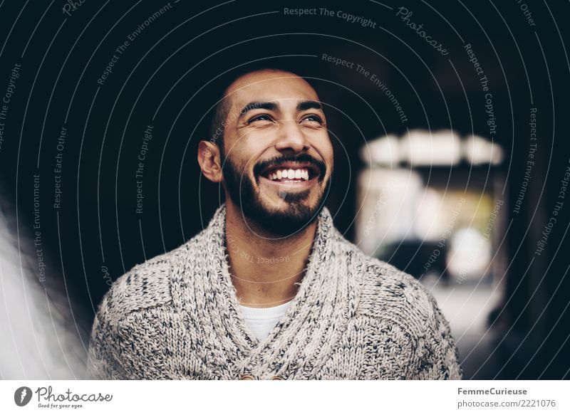 Urban young man (64) maskulin Junger Mann Jugendliche Erwachsene 1 Mensch 18-30 Jahre Mode Bekleidung Glück Lebensfreude Leichtigkeit lachen Lächeln