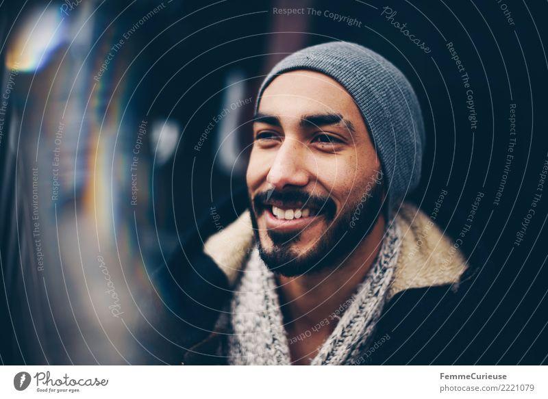 Urban young man (07) Lifestyle Stil maskulin Junger Mann Jugendliche Erwachsene 1 Mensch 18-30 Jahre Mode Stadt Mütze Wollpullover Parka herbstlich Bart Hipster