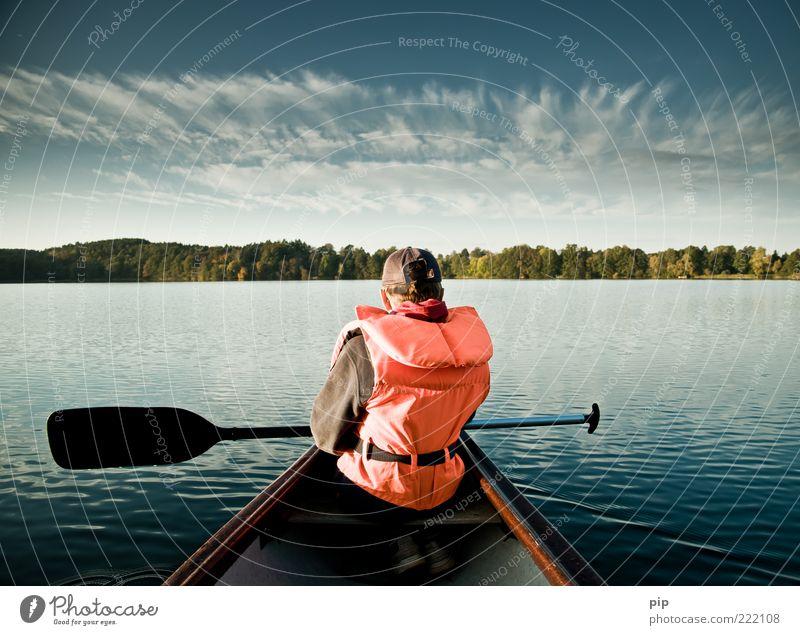 zu neuen ufern 1 Mensch Natur Himmel Sommer Herbst Wald Seeufer Kanu Paddel Schwimmweste Erholung Blick blau ruhig Ausdauer Ferien & Urlaub & Reisen Einsamkeit