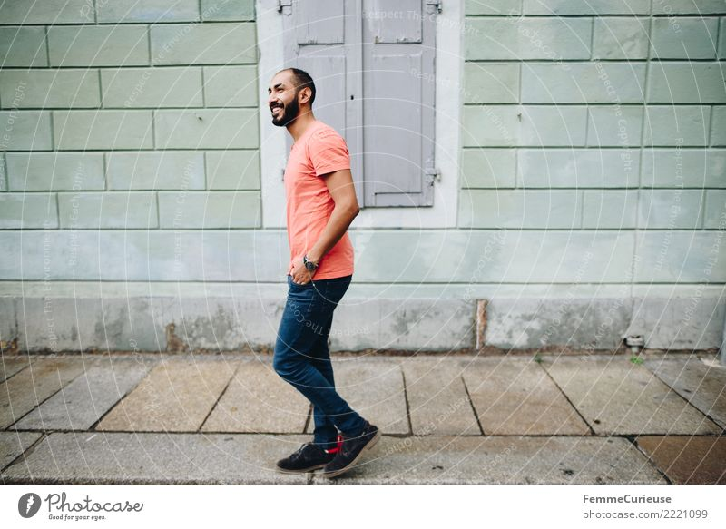 Urban young man (63) maskulin Junger Mann Jugendliche Erwachsene 1 Mensch 18-30 Jahre Mode Bekleidung Freizeit & Hobby Stadtleben Bürgersteig T-Shirt Jeanshose