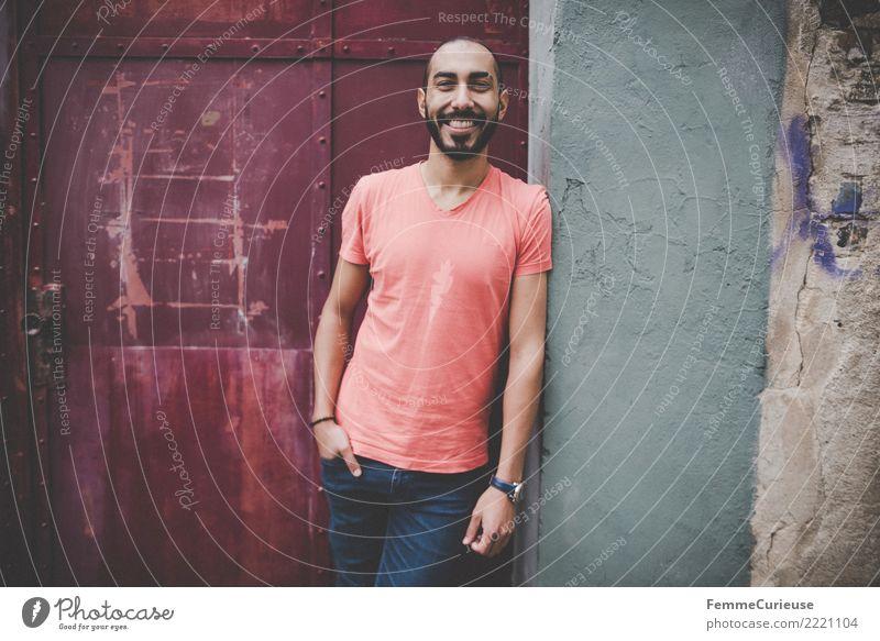 Urban young man (45) maskulin Junger Mann Jugendliche Erwachsene 1 Mensch 18-30 Jahre Mode Bekleidung Freizeit & Hobby lässig T-Shirt rot Jeanshose Gute Laune