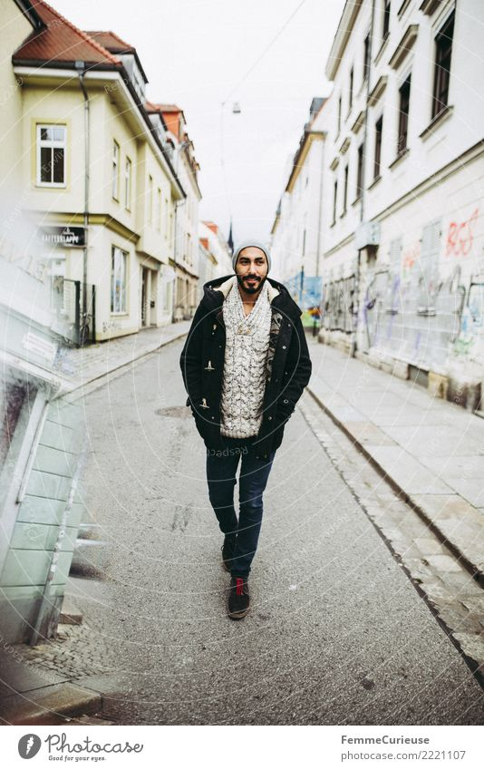 Urban young man (32) Lifestyle Stil maskulin Junger Mann Jugendliche Erwachsene 1 Mensch 18-30 Jahre Mode Stadt sportlich international Bart Mütze Parka