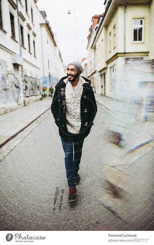 Urban young man (95) maskulin Junger Mann Jugendliche Erwachsene 1 Mensch 18-30 Jahre Mode Bekleidung Freizeit & Hobby Stadt Parka Jeanshose Wollpullover Mütze