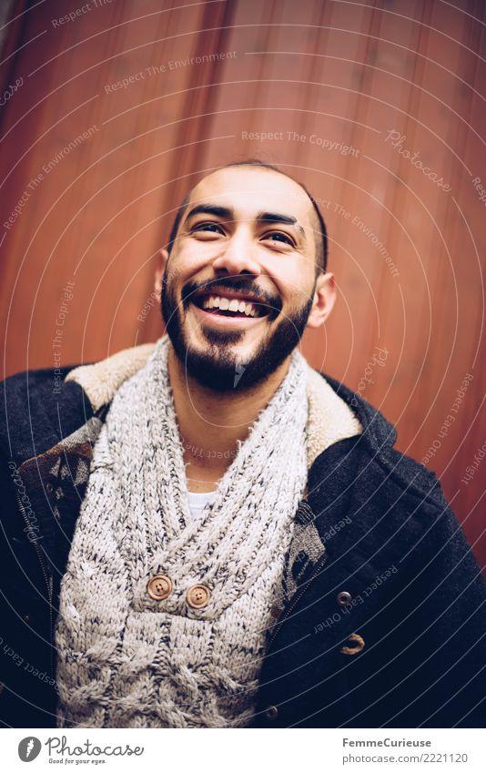 Urban young man (66) maskulin Junger Mann Jugendliche Erwachsene 1 Mensch 18-30 Jahre Mode Bekleidung Freude Parka Wollpullover Bart Warme Farbe Lächeln lachen