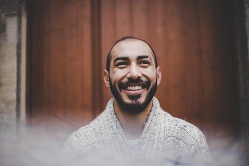 Urban young man (78) Mensch Jugendliche Mann Junger Mann 18-30 Jahre Erwachsene Lifestyle Herbst lachen Mode Freizeit & Hobby maskulin Lächeln Bekleidung Bart