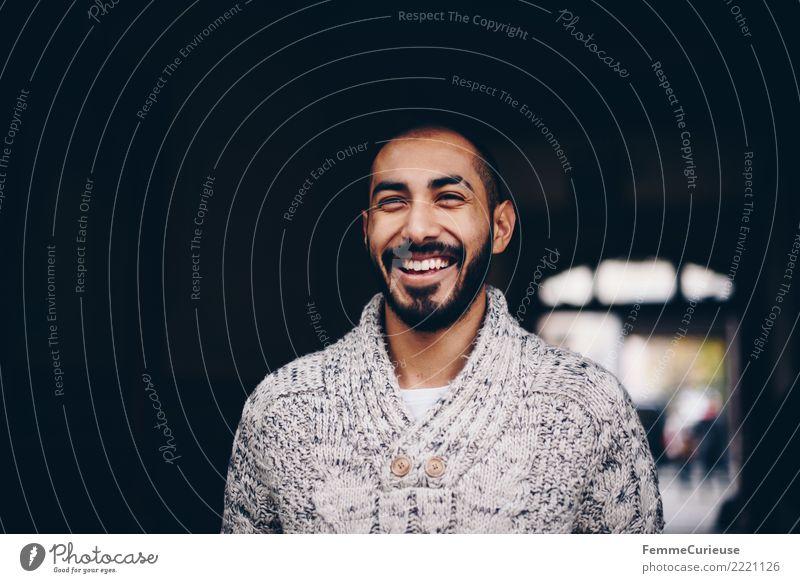 Urban young man (46) maskulin Junger Mann Jugendliche Erwachsene 1 Mensch 18-30 Jahre Mode Bekleidung Freizeit & Hobby Freude Gute Laune Glück Lächeln lachen