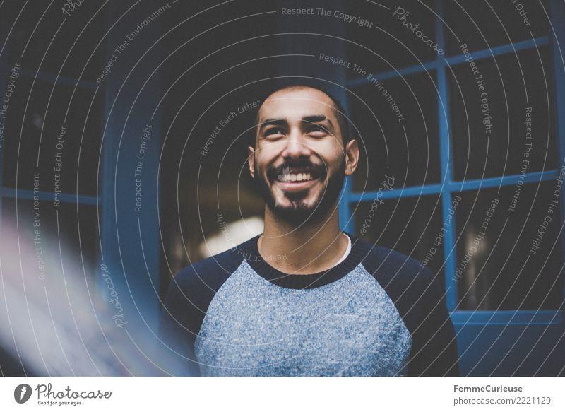 Urban young man (103) maskulin Junger Mann Jugendliche Erwachsene Mensch 18-30 Jahre Mode Bekleidung Freizeit & Hobby Gute Laune Lächeln lachen Bart Pullover