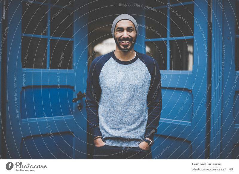 Urban young man (76) Lifestyle Stil maskulin Junger Mann Jugendliche Erwachsene 1 Mensch 18-30 Jahre Mode Bekleidung Freizeit & Hobby Blauton Stadtleben modern