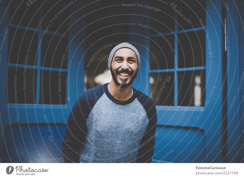 Urban young man (110) maskulin Junger Mann Jugendliche Erwachsene Mensch 18-30 Jahre Mode Bekleidung Freizeit & Hobby Lächeln lachen Gute Laune Glück Pullover