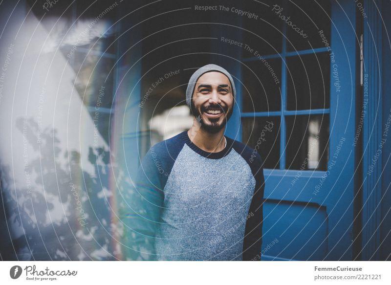 Urban young man (13) Lifestyle Stil maskulin Junger Mann Jugendliche Erwachsene Mensch 18-30 Jahre Mode Stadt modern Blauton international sportlich Pullover