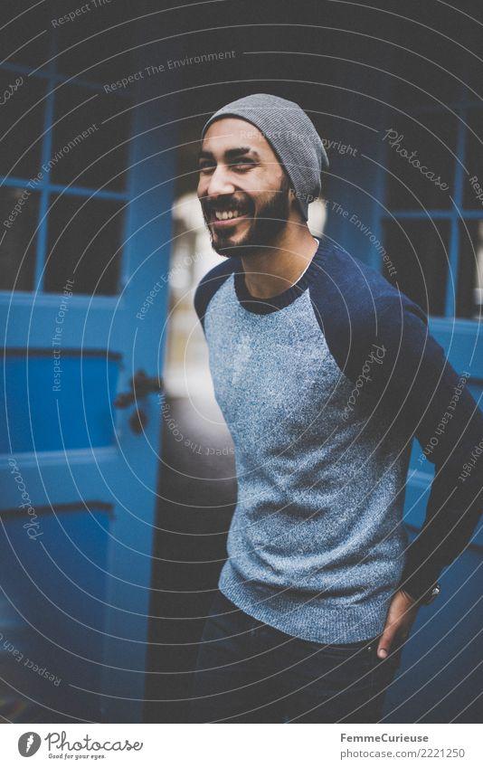 Urban young man (80) maskulin Junger Mann Jugendliche Erwachsene 1 Mensch 18-30 Jahre Mode Bekleidung Freizeit & Hobby Gute Laune lachen Fröhlichkeit Coolness