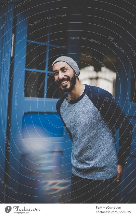 Urban young man (50) Lifestyle Stil maskulin Junger Mann Jugendliche Erwachsene 1 Mensch 18-30 Jahre Mode Bekleidung Freizeit & Hobby Freude Blauton Pullover