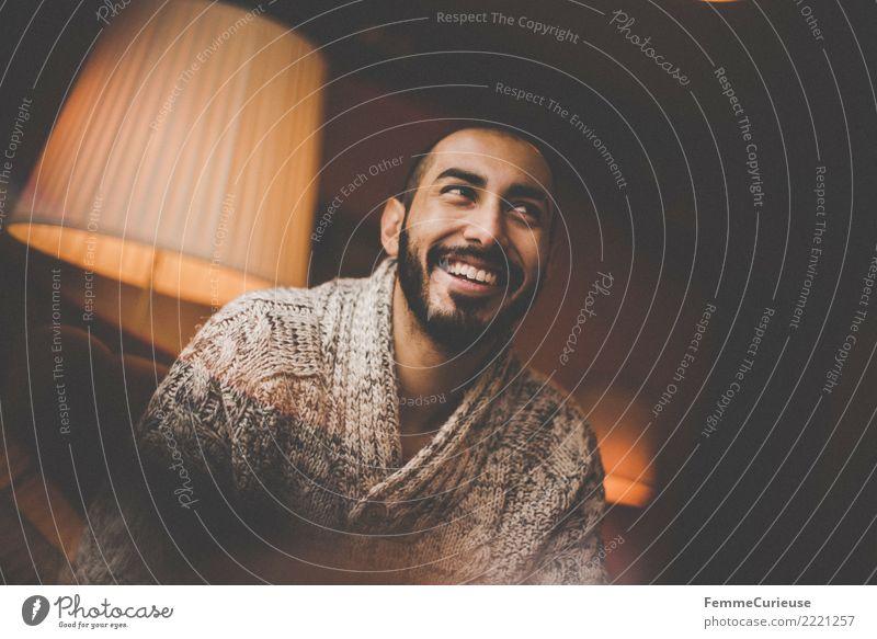 Urban young man (56) Lifestyle Stil maskulin Junger Mann Jugendliche Erwachsene 1 Mensch 18-30 Jahre Freizeit & Hobby Café Wohnzimmer Häusliches Leben Stehlampe