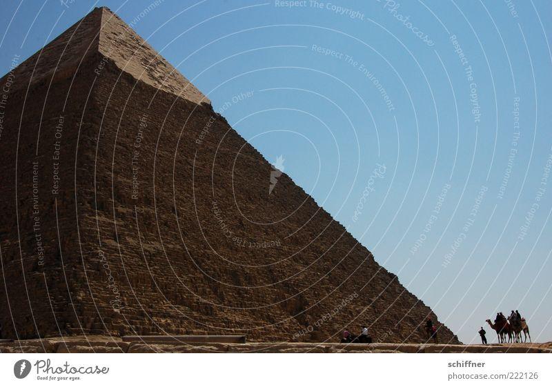 Spielzeugkarawane Bauwerk Architektur Pyramide Pyramiden von Gizeh Sehenswürdigkeit Wahrzeichen groß Opferbereitschaft demütig Respekt Beginn komplex Kultur