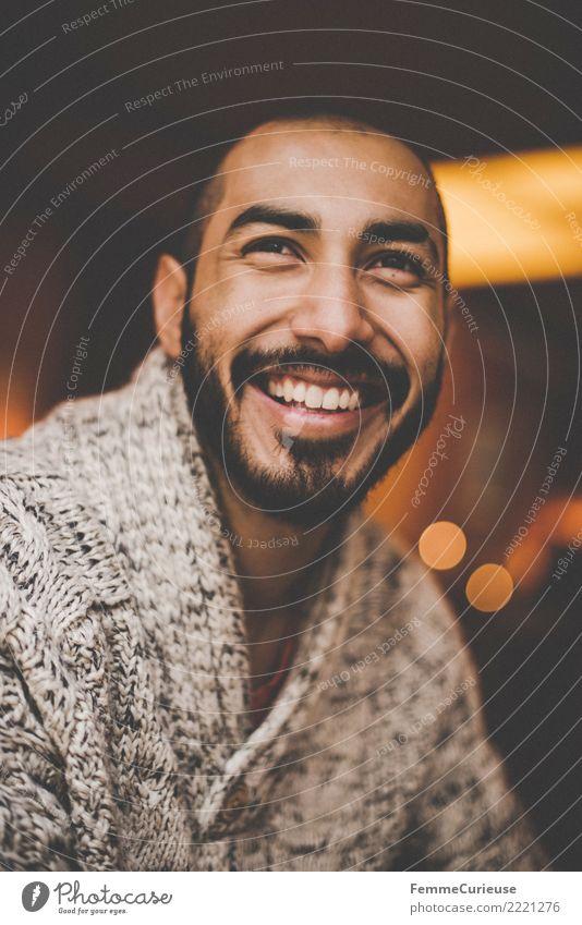 Urban young man (02) Lifestyle Stil maskulin Junger Mann Jugendliche Erwachsene 1 Mensch 18-30 Jahre Mode Stadt Wollpullover Bart dunkelhaarig attraktiv Hipster