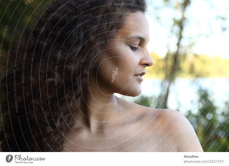 volles halbprofil elegant schön Haare & Frisuren Haut harmonisch Sinnesorgane Ausflug Junge Frau Jugendliche 18-30 Jahre Erwachsene Landschaft Sommer
