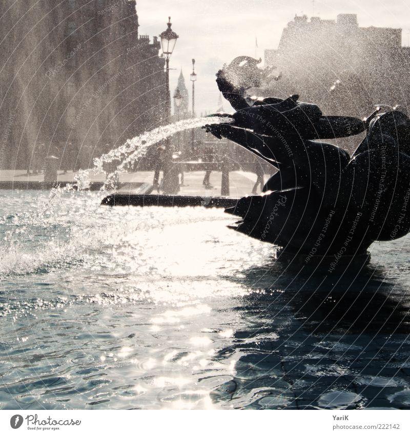 sprühnebel Wasser blau Stadt braun nass Platz Wassertropfen Europa Brunnen Laterne Skulptur Stadtzentrum London Sehenswürdigkeit England Hauptstadt