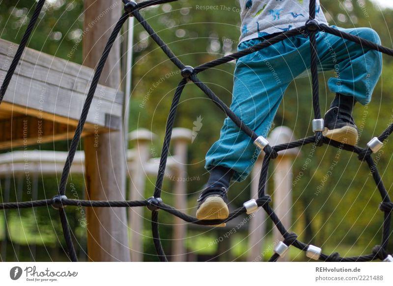 Kletterstunde Freizeit & Hobby Spielen Mensch Kind Junge Kindheit 1 1-3 Jahre Kleinkind Umwelt Natur Park Spielplatz Bewegung authentisch Erfolg Gesundheit