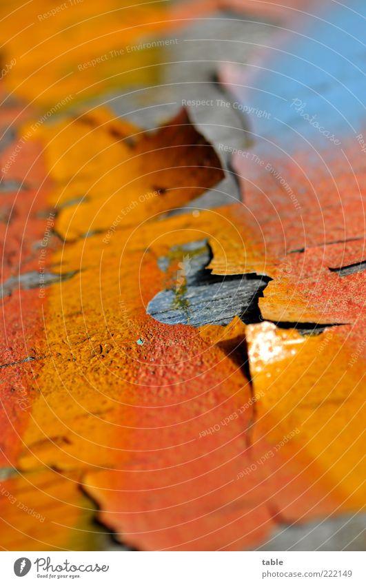 Außenanstrich alt blau rot Wand Holz Farbstoff Mauer orange Fassade Lifestyle ästhetisch Wandel & Veränderung Baustelle Vergänglichkeit mehrfarbig Maserung