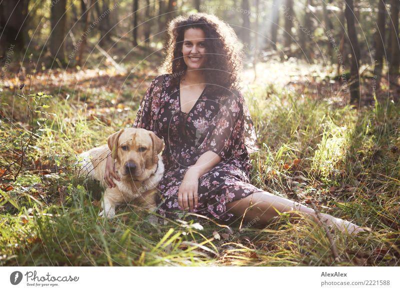 bester Freund Glück schön Wohlgefühl Erholung Ausflug Abenteuer Junge Frau Jugendliche 18-30 Jahre Erwachsene Natur Schönes Wetter Gras Wald Kleid brünett
