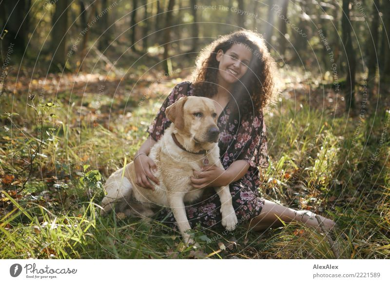 Mo rettet die Welt! Natur Jugendliche Junge Frau Sommer schön Landschaft Erholung Freude Wald 18-30 Jahre Erwachsene Leben Herbst natürlich feminin Gras