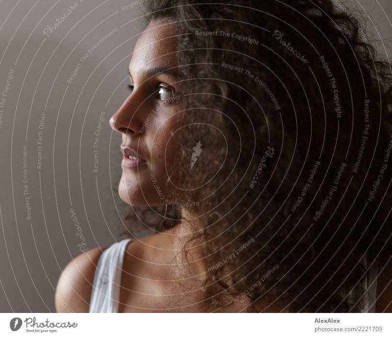 Portrait Jugendliche Junge Frau schön 18-30 Jahre Gesicht Erwachsene natürlich feminin außergewöhnlich Haare & Frisuren Zufriedenheit träumen ästhetisch