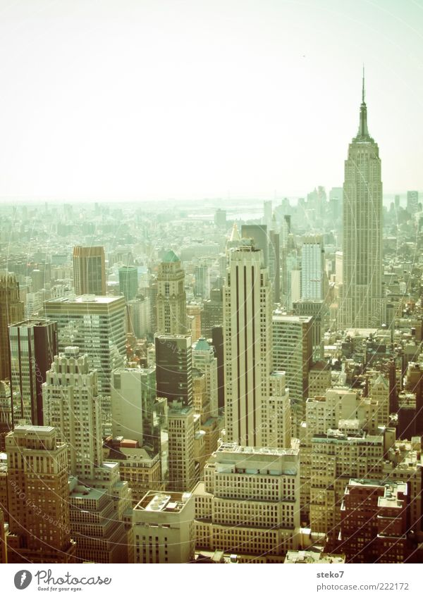 Kojak City Skyline Haus Hochhaus Sehenswürdigkeit Empire State Building Stadt Wachstum Ferne New York City Siebziger Jahre Häuserschluchten analog