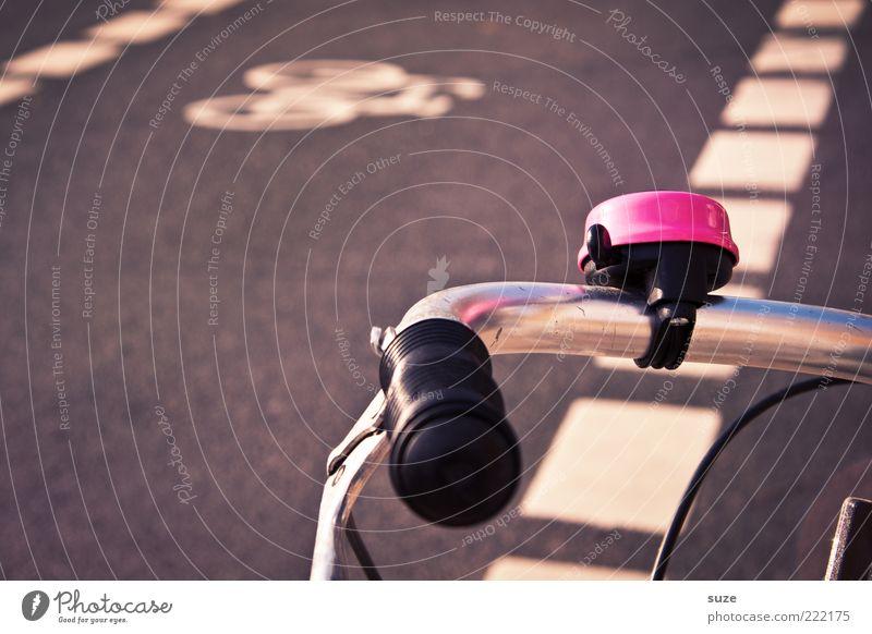 Großes Mädchen Fahrrad Verkehr Verkehrsmittel Straßenverkehr Schilder & Markierungen rosa Fahrradweg Fahrradklingel Fahrradlenker Fahrradbremse Signal