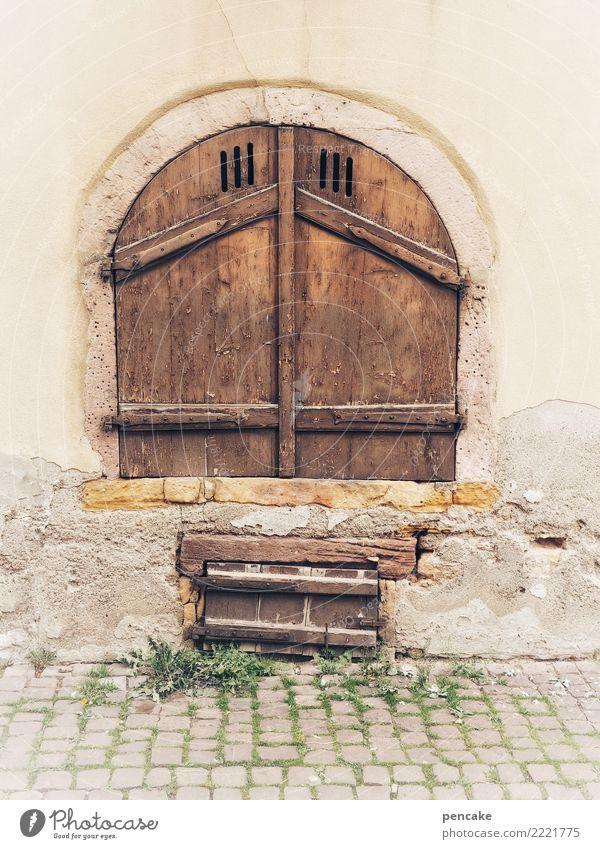 handwerk | lüftungstechnik Altstadt Mauer Wand Treppe Fassade Tür Stein Holz alt ästhetisch authentisch historisch Bogen Tor Kopfsteinpflaster Elsass