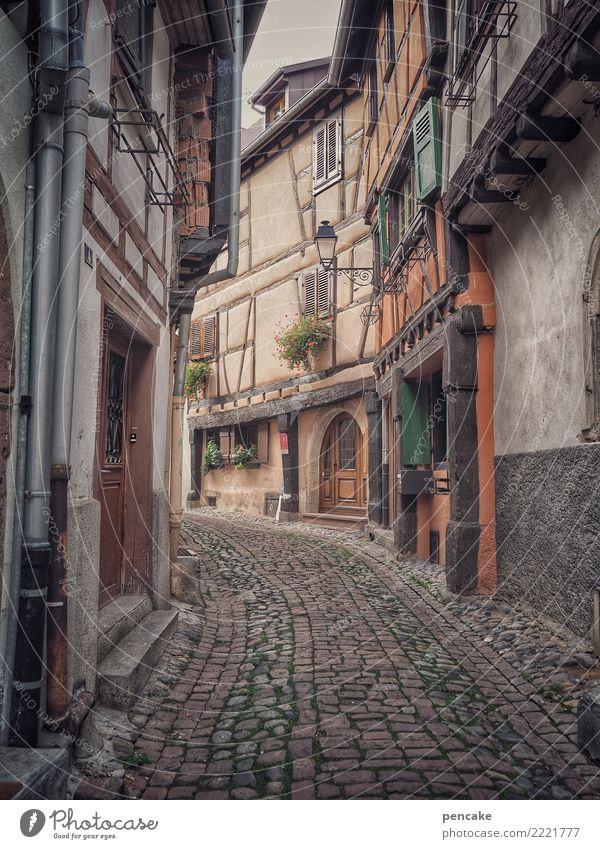 durch raum und zeit Lifestyle Tourismus Sightseeing Städtereise Altstadt Menschenleer Haus Architektur Idylle Ferien & Urlaub & Reisen Tradition Vergangenheit