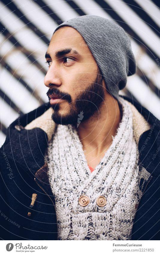 Urban young man (70) maskulin Junger Mann Jugendliche Erwachsene 1 Mensch 18-30 Jahre Mode Bekleidung Stadt Stadtleben attraktiv selbstbewußt Parka Wollpullover